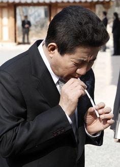 노무현 서거 5개월 전 마지막 인터뷰가 공개됐다 President Of South Korea, Korean President, Head Of Government, Korean People, One Republic, Head Of State, 40 Years Old, Modern History, Armed Forces