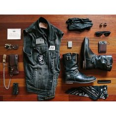 Look At These Men's Jackets. Find out some terrific men's fashion. With so much style for men to choose from nowadays, it can be a overwhelming encounter. Motorcycle Style, Motorcycle Outfit, Biker Style, Chopper Motorcycle, Greaser Style, Rock Style Men, Bobber Chopper, Motorcycle Accessories, Jacket Style