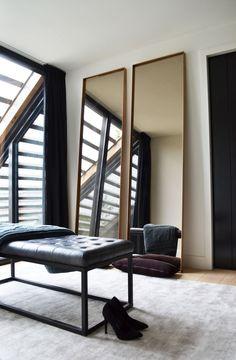 Marieke de Jong Interieurarchitect | Transformatie van een oude, mooie woonboerderij. De transformatie betrof zowel het exterieur als het interieur van de boerderij en had als uitgangspunt het inbrengen van 2 aparte woningen met het behoud en de uitstraling van 1 woning | OBLY.com inspiratieplatform & blogazine luxe wonen