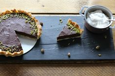 Salted Chocolate Vegan Tart with Pistashios and Coconut Cream - ProWare Kitchen Sea Salt Chocolate, Salted Chocolate, Chocolate Filling, Chocolate Lovers, Vegan Tarts, Victoria Sponge Cake, Buttery Biscuits, Flaky Pastry, Coconut Recipes