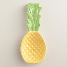 Crafted of ceramic with a fun texture and a bright painted finish, our pineapple spoon rest is our exclusive take on an everyday cooking essential.