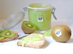 Mit Kiwi-Curd aus feinen Zespri Green Kiwi holst du dir absolute Herrlichkeit aufs Brot. Ein Muss für alle Kiwi-Fans und die, die es noch werden wollen.
