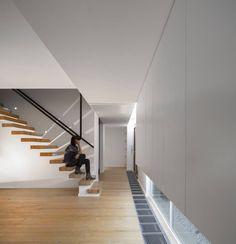 Descubra fotos de Corredores, halls e escadas modernos: Sala de Estar. Encontre em fotos as melhores ideias e inspirações para criar a sua casa perfeita.