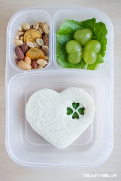 Simple St. Patrick's Day Bento Lunch | OneCraftyThing.com
