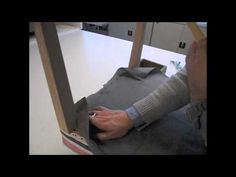 26-La pose du Jaconas - BAC PROFESSIONNEL TAPISSERIE BOULLE LPMA Diy Furniture Upholstery, Ecole Boulle, Diy Chair, Chair Covers, Slipcovers, Poses, Youtube, Design, Diy Decorating