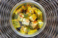 Ser biały w ziołowej zalewie. Fot. mojetworyprzetwory.blogspot.com Ratatouille, Ketogenic Diet, Curry, Appetizers, Food And Drink, Salad, Ethnic Recipes, Christmas, Women