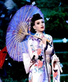Katy Perry Geisha outfit