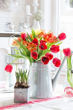 How to arrange farmhouse flowers. I love this easy farmhouse flower arrangement idea. Tulips are perfect farmhouse style flow… – diy decoration Magazine Deco, Spring Home Decor, Spring Decorations, Flowers Decoration, Rustic Centerpieces, Red Tulips, Silk Flower Arrangements, Bunch Of Flowers, Home Decor Accessories