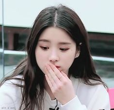 Animated gif shared by 카카 Kaká. Find images and videos about gif, loona and heejin on We Heart It - the app to get lost in what you love. Kpop Girl Groups, Korean Girl Groups, Kpop Girls, Cool Girl, My Girl, Wattpad, Olivia Hye, Just Girl Things, Ulzzang Girl