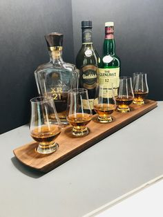 Whisky Whiskey Bourbon Scotch Tasting Flight - Solid Walnut - 5 Glencairn Glass Set Serving Tray - Can Be Personalized! Scotch Whiskey, Bourbon Whiskey, Whisky, Whiskey Cake, Irish Whiskey, Whiskey Gifts, Whiskey Glasses, Whiskey Bottle, Healthy Cocktails
