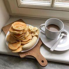 Я знаю что любите      #coffee #breakfast #food #instafood #pancakes #pancake #latte #banan #bananapancakes #window #recipe #recipes #ceramics #syrop