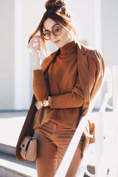 My favourite season is the best inspiration for an autumn monochromatic outfit in shades of brown from head to toes, wearing pants and blazer. Casual Fall Outfits, Classy Outfits, Cool Outfits, Minimal Fashion, Modern Fashion, Fashion Tag, Moda Minimal, Monochrome Outfit, Brown Outfit