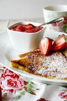 Petit Gateau: Mein kleines Frühstücksglück am Sonntagmorgen: French Toast mit Erdbeer-Rhabarber-Kompott