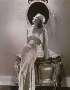Norma Shearer - Edward Steichen. // Fez reconhecimento aéreo da 1ª Guerra Mundial, moda para revistas da época, publicidade e registros para a Marinha Americana durante a 2ª Guerra.