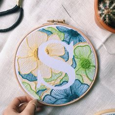 Hand Embroidery Letters, Hand Embroidery Patterns Flowers, Hand Embroidery Stitches, Embroidery Hoop Art, Hand Embroidery Designs, Vintage Embroidery, Embroidery Techniques, Crewel Embroidery, Custom Embroidery