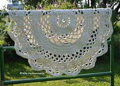 Giant #Crochet Doily Rug Pattern in Finnish: