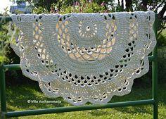 Giant #Crochet Doily Rug Pattern in Finnish: