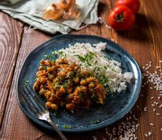 Punjabi Chole Chickpea Curry - The Best Indian Recipes - I Need Medic classic recipe from Punjab in North India. The dish is super easy to make and is famous all around the world. The only thing is you should not get intimidated with the ingredient list. Celeriac Recipes, Curry Recipes, Vegan Recipes, Cooking Recipes, Delicious Recipes, Recipe Tasty, Vegan Menu, Vegan Food, Vegan Vegetarian