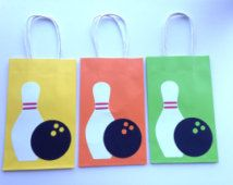 Bowling Party - Paper Goodie Bags - Set of 10 Bowling Birthday Cakes, Bowling Party Favors, 9th Birthday Parties, Birthday Party Favors, Birthday Fun, Fete Marie, Kegel, Family Birthdays, Diy Party Decorations