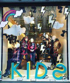 WEBSTA @ windowshoppings - #travel#london #visual #visualdisplay #visualmerchandising #display #windows #window #windowdisplay #fashion #fashionblogger #fashionista #womens #womensfashion #mensfashion #men #winter #xmas #xmastree #fashion #icon #clothing #shoes #shoe #bag #bags #winter #desigual #kids Retail Windows, Shop Windows, Jellyfish Kids, Retail Merchandising, Visual Display, Shop Fronts, Window Art, Xmas Tree, Trees To Plant