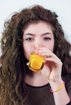 the lorde club Lorde, Kiwi, Beautiful People, Most Beautiful, Pretty People, Queen Bees, Orange Juice, Cool Bands, Girl Crushes