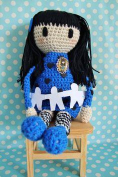 Boneca Gorjuss, 100% algodão. Com oferta de pregadeiras para as meninas colocarem nas  camisolas.