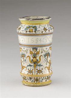 Musée d'Ecouen - Vase cylindrique. ECL1888. ITALIE (origine)