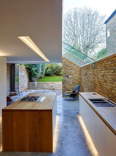 The modern side extension is the mainstay of small inner city architecture practices, particularly in London. Designed by Coffey Architects Luxury Kitchen Design, Best Kitchen Designs, Luxury Kitchens, Cool Kitchens, House Extension Design, Glass Extension, Extension Ideas, Kitchen Diner Extension, Open Plan Kitchen