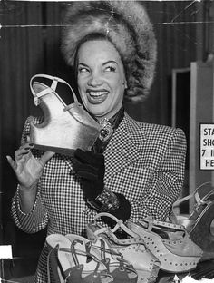 Shoes Carmen Miranda holds one of her newly designed evening shoes, which has a heel. - The Portuguese-Brazilian actor and Samba singer – and one of the first celebrity fashion designers – died 60 years ago today. 1940s Shoes, Vintage Shoes, Vintage Outfits, Vintage Fashion, Vintage Bags, Carmen Miranda, Cool Ideas, Fall Shoes, Spring Shoes