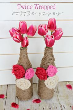 DIY Gifts : Twine Wrapped Bottle Vases Upcycle your old wine bottles (or San Pelligrino bottles, in my case) into fun and festive bottle vases! Twine Wrapped Bottles, Burlap Rosettes, Empty Wine Bottles, Jute Crafts, Crafts For Teens, Teen Crafts, Wine Bottle Crafts, Cool Diy Projects, Craft Projects