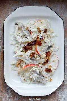 Sałatka śledziowa z jabłkiem, selerem i rodzynkami Herring salad with apple, celery and raisins