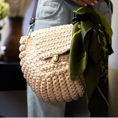 Crochet Purses, Louis Vuitton Damier, Straw Bag, Purses And Bags, Chokers, Crocheted Bags, Instagram, Pattern, Fashion