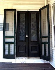 love the double doors AND the double screen! Double Screen Doors, Front Door With Screen, French Doors With Screens, Double Front Entry Doors, Old Screen Doors, Double Doors Exterior, Black Front Doors, Beautiful Front Doors, French Doors Patio