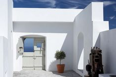 Palimpsest designed theVacation House Villa Fabricain Santorini using the structure and spatial qualities of a complex operated in the past for the production and storage of wine and tsipouro.