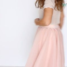 Ever wondered how to make a tulle skirt for ladies? Making a tulle skirt is pretty much the same for little girls and women and this DIY tulle skirt tutorial makes the whole process so easy peasy! Source by susettemeier skirt tutorial Diy Tulle Skirt, Girls Tulle Skirt, Tulle Skirt Tutorial, Diy Dress, Tulle Skirts, Make A Skirt, Sew A Skirt, Maxi Dresses, Dress Skirt