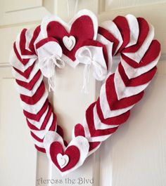 #SCBH2015 An Easy To Make Felt Valentine's Heart Wreath Retro RePin 28