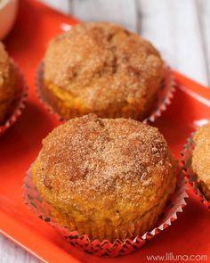 Cinnamon Sugar Pumpkin Muffins - an easy and delicious fall recipe that every pumpkin lover will enjoy! { lilluna.com }