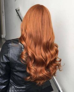 Gorgeous Ginger Copper Hair Colors And Hairstyles You Should Have In Winter; Red Hair Color And Style; Giner And Red Hair Color; Curly Ginger Hair, Ginger Hair Color, Red Hair Color, Wavy Hair, Dyed Hair, Hair Colors, Curls Hair, Color Red, Ginger Ombre