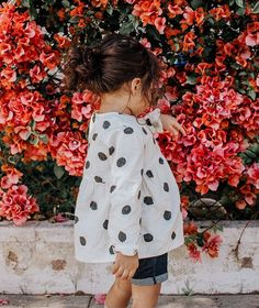 Eco-Friendly Kids Clothing used to be hard to come by, but with the recent surge of eco-friendly clothing brands to the market, finding ethical kid's clothes is easy! Flower Puns, Hugo Boss, Picknick Set, Adopting A Child, Thing 1, Kids Wallpaper, Messy Bun, Blue Shorts, Cool Kids
