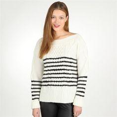 Le noir et blanc : Coup de cœur pour le style marin du gros pull rayé, qu'on porte avec un tregging façon cuir.