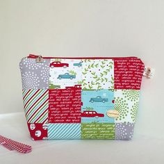 A little  #Christmaspouch in #hollystreefarm by @sweetwaterfabric L❤️VE this line!  #christmasfabric #showmethemoda