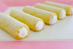 Křehké trubičky plněné sněhem | Je libo kousek dortu? Hot Dog Buns, Cornbread, Rum, Sweets, Baking, Vegetables, Ethnic Recipes, Desserts, Food
