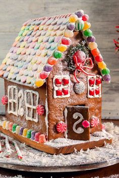 Make A Gingerbread House, Christmas Gingerbread, Christmas Cookies, Christmas Crafts, Gingerbread Recipes, Gingerbread Men, Christmas Items, Home Recipes, Holiday Recipes