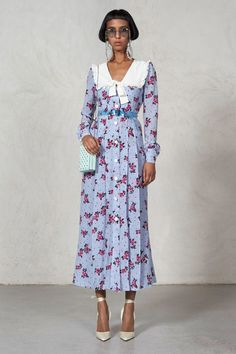 Alessandra Rich Spring 2018 Ready-to-Wear Fashion Show Collection: See the complete Alessandra Rich Spring 2018 Ready-to-Wear collection. Look 41 Retro Mode, Mode Vintage, Retro Fashion, High Fashion, Vintage Fashion, Modest Fashion, Fashion Dresses, Mode Simple, Silk Floral Dress