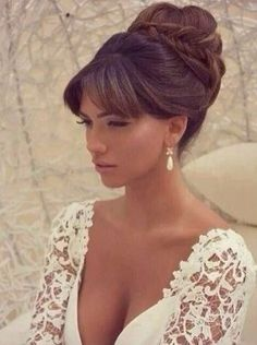 Wedding day hairstyle. Wedding hairstyle with bangs. Bride hairstyle.
