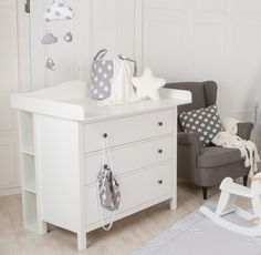 Ablage für IKEA Hemnes Kommode Best Picture For baby room decor minimalist For Your Taste You are looking for something, and it is going to … Baby Furniture Stores, Baby Furniture Sets, White Changing Table, Baby Changing Tables, Changing Unit, Ikea Storage, Storage Shelves, Storage Spaces, Storage Rack
