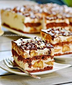 Cake with bananas and yogurt cream - Mała Cukierenka Polish Desserts, Polish Recipes, Cookie Desserts, No Bake Desserts, Dessert Recipes, Chef Recipes, Sweet Recipes, Banana Split Cake Recipe, Kolaci I Torte