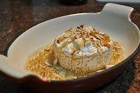 Tampopo Gourmet: Queijo Brie com Mel e Amêndoas