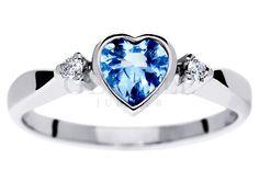 Uroczy pierścionek zaręczynowy z sercem - błękitny akwamaryn i brylanty w białym złocie próby 585 - GRAWER W PREZENCIE | PIERŚCIONKI ZARĘCZYNOWE \ Brylanty \ Akwamaryn naturalny od GESELLE Jubiler