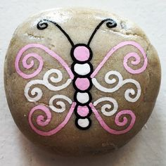 Easy Paint Rock For Try at Home (Stone Art & Rock Painting Ideas) Easy Paint Rock - Hey friends! Looking for easy rock painting ideas? Perhaps you're simply beginning, you're daunted by even more intricate styles, try this, rock painti Rock Painting Patterns, Rock Painting Ideas Easy, Rock Painting Designs, Paint Designs, Rock Painting Kids, Pebble Painting, Pebble Art, Stone Painting, Diy Painting